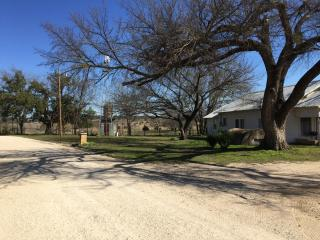 3 bedroom House with Television in Glen Rose - Glen Rose vacation rentals