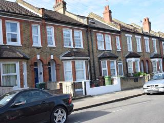 5 Bedroom house, 3 Bathrooms, wi-fi, garden - London vacation rentals