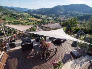 SMERALDO Sauna Piscina portico terrazzo giardino - Ferentillo vacation rentals