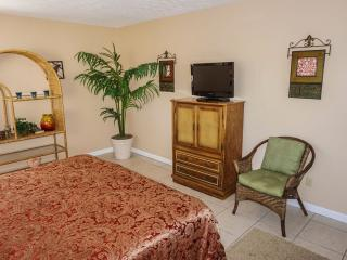 Bright Condo with Internet Access and Grill - Destin vacation rentals