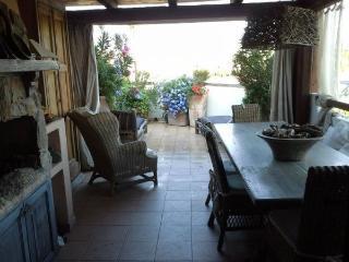Romantico appartamento con vista mare - Porto Pozzo vacation rentals