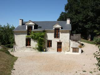 Cozy 2 bedroom Fontevraud-l'Abbaye Gite with Washing Machine - Fontevraud-l'Abbaye vacation rentals
