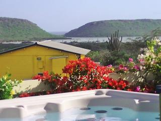 Amazing View Bungalows met jacuzzi, 180gr uitzicht, comfort, jeep en privacy - Willibrordus vacation rentals