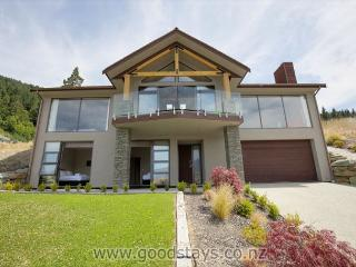 Alpine luxe: spacious, contemporary home with views + brand new amenities - Queenstown vacation rentals
