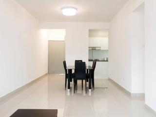 Cozy 3 bedroom Apartment in Gelang Patah with Fitness Room - Gelang Patah vacation rentals