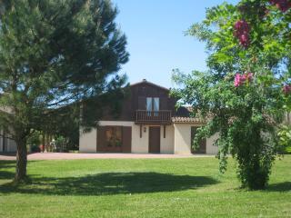 Les Pieces du Moulin Villa & Private Heated Pool - Chalais (Charente) vacation rentals
