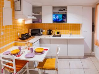 myperpignan studio 2 Sleeps 4 owners on site - Perpignan vacation rentals