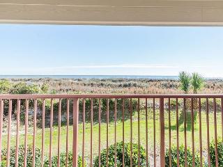 Beach & Tennis Admirals Row 107, 1 Bedroom, Ocean View, 2 Pools, Sleeps 4 - Hilton Head vacation rentals