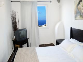Nice 1 bedroom Private room in Tourlos with Internet Access - Tourlos vacation rentals