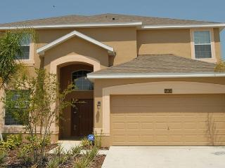 Luxurious 6 bed pool gameroom home 5 mins to Disne - Kissimmee vacation rentals