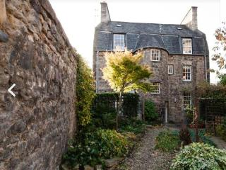 Comfortable 2 bedroom Edinburgh Apartment with Internet Access - Edinburgh vacation rentals