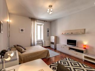 Elegant 2 Bedroom Apartment AC/Wifi - Rome vacation rentals