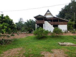 6 bedroom Farmhouse Barn with A/C in Kampong Masjid Tanah - Kampong Masjid Tanah vacation rentals