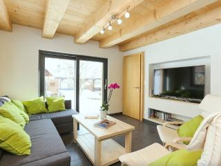 Riders Nest - Cosy 3 Bedroom Chalet 5 Min To Lifts - Le Chable vacation rentals