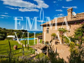 Bright 4 bedroom Grottammare Villa with Deck - Grottammare vacation rentals