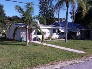 Beautiful House 2 Bed/1 Bath Less Than One Mile - Nokomis vacation rentals
