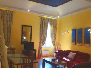 Old Town Nice - Rue du Malonat - 2 bdrms, sleeps 5 - Nice vacation rentals