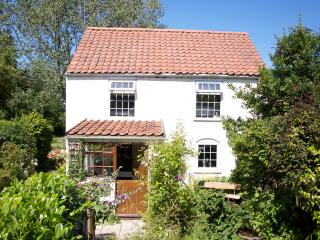 Goleby's Cottage in the rural village of Hickling - Hickling vacation rentals