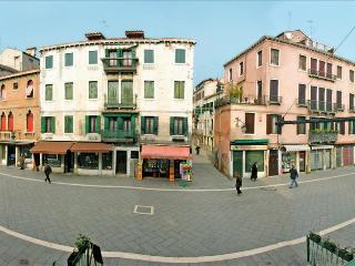 Garibaldi, spacious apartment in Via Garibaldi - Venezia vacation rentals
