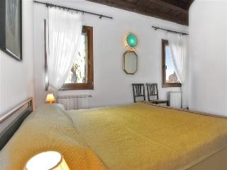 Cannaregio apartment with canal view and private courtyard - Venezia vacation rentals