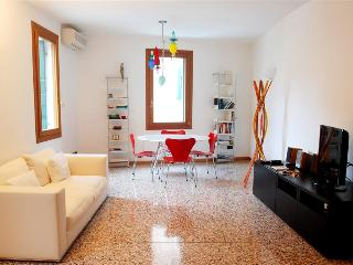 Gioachin - Modern and bright apartment in the popular Castello area - Venezia vacation rentals