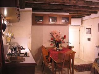 Cosy flat in Cannaregio, close to the Rialto bridge - Venezia vacation rentals
