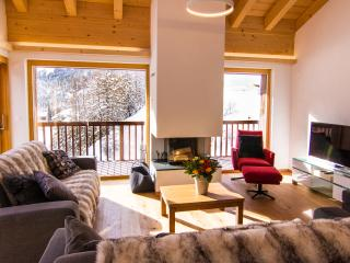 Sunny Condo in Grimentz with Internet Access, sleeps 9 - Grimentz vacation rentals