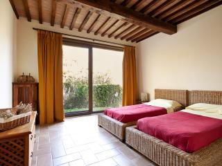 Casale Pundarika - Appartamento per 4 nella Natura - Riparbella vacation rentals