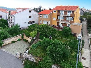 Sunny 2 bedroom Apartment in Cres - Cres vacation rentals