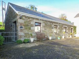 STABLE COTTAGE, close to beaches, off road parking, single-storey accommodation, Newquay, Ref 931711 - Newquay vacation rentals