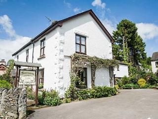 GREENACRES COTTAGE, character, en-suites, WiFi, woodburning stove, pet-friendly, Grange-over-Sands, Ref 932072 - Grange-over-Sands vacation rentals