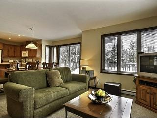 Gorgeous Views from the Private Balcony - Inviting Furnishings and Decor (6002) - Mont-tremblant vacation rentals