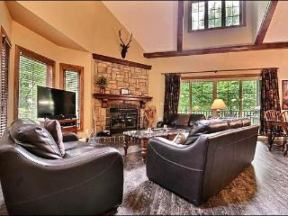 Cozy Furnishings and Decor - Common Area Golf Putting Green (6122) - Mont Tremblant vacation rentals