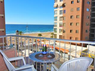 Cozy 2 bedroom Condo in Benidorm with Internet Access - Benidorm vacation rentals