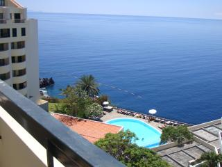 Sunny and central apartment with pool & sea view - Funchal vacation rentals