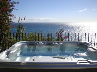 Modern & central apartment with seaview and pool - Funchal vacation rentals