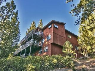 New Listing! Stunning 5BR South Lake Tahoe House w/Wifi, Private Hot Tub, Sauna, Game Room, Large Decks & Expansive Views - Close to Skiing, Boating, Shopping, Dining & Much More! - South Lake Tahoe vacation rentals