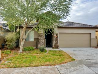 Lovely & Quiet 4BR Surprise House w/Wifi & Nice Private Patio - Close to Shopping, Baseball Spring Training, Golf, Restaurants, Hiking Trails, Barrett-Jackson Car Auction & More! - Surprise vacation rentals
