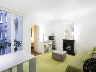 Chic 1 Bedroom Apartment on the 2nd Floor in Paris - Paris vacation rentals
