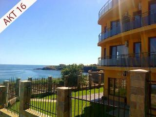 Apartments 45m², balcony with sea view, beach 5min - Ahtopol vacation rentals