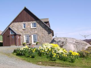 Cozy House in Fionnphort with Internet Access, sleeps 6 - Fionnphort vacation rentals