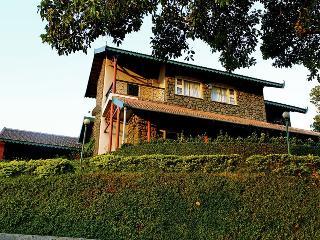 Cozy villa amidst sprawling plantation - Igatpuri vacation rentals