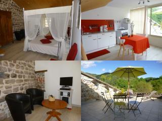 Gîte 2 places - Ardèche - Tout confort - Climatisé - Chassiers vacation rentals