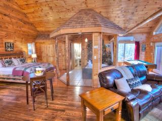 Romantic 1 bedroom Cabin in Helen with Deck - Helen vacation rentals
