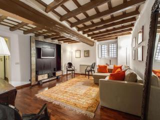 Elegant 3 Bedroom Pantheon Apartment - Rome vacation rentals