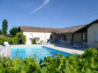 Modern villa with pool and large garden - Duras vacation rentals