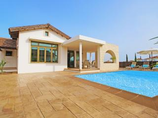 Charming 2 bedroom Villa in Liopetri with Parking - Liopetri vacation rentals
