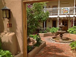 Architect's Space, Taos Plaza, 1-9 Guests - Taos vacation rentals