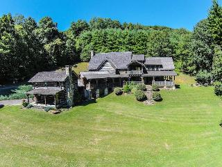 5BR Appalachian Style Log Cabin, Pool Table, Large Flat Screen TVs, 25 Foot - Linville Falls vacation rentals