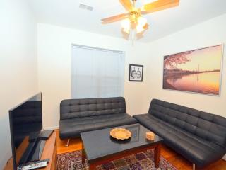 Dupont Adams Morgan Precious Pearl - Washington DC vacation rentals
